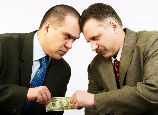 Lương sếp ngân hàng 'khủng' gấp mấy lần nhân viên?