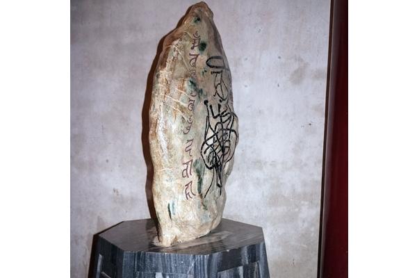 """Giải mã """"Hòn đá lạ"""" ở Đền Hùng"""