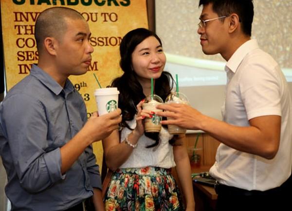 Starbucks mời khách Việt nếm thử cà phê