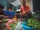 Phố bán cua đồng giã tay tại Hà Nội