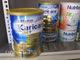 Phố Nguyễn Sơn tràn lan sữa nhiễm khuẩn, người bán vẫn đon đả