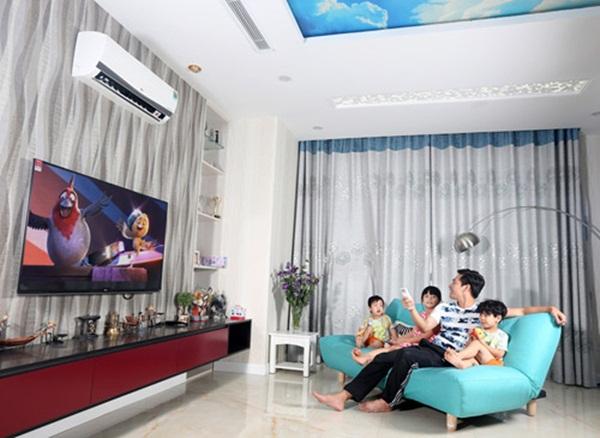 Không gian các phòng được thiết kế mở, đồ nội thất gam màu sáng tạo cảm giác rộng rãi, thoáng mát.
