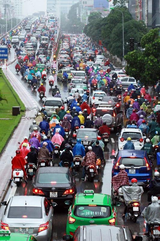 Phương tiện cá nhân đang tăng nhanh tại 2 TP lớn nhất nước Hà Nội và TP.HCM (Ảnh minh họa: Nguyễn Trí).