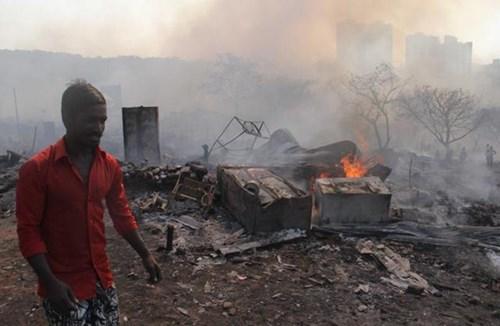 TheoNDTV, vụ hỏa hoạn nghiêm trọng xảy ra vào khoảng 12h30 ngày 7/12 (giờ địa phương) tại khu nhà ổ chuột Damu Nagar, Kandivali, thành phố Mumbai.