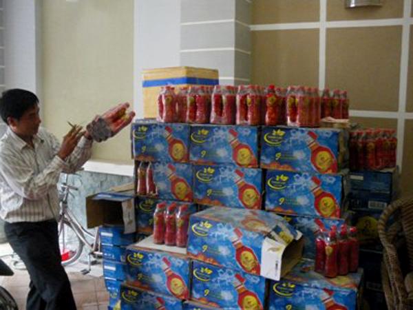 Cả ngàn chai Dr Thanh đã từng bị lỗi vật thể lạ vào năm 2011 (Ảnh: Dân Việt)