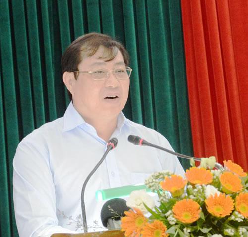 Ông Huỳnh Đức Thơ lưu ý các ngành, các đơn vị liên quan cần tính toán kỹ phương án xây hầm hoặc cầu qua sông Hàn để có lợi nhất cho nhân dân và sự phát triển lâu dài của thành phố.