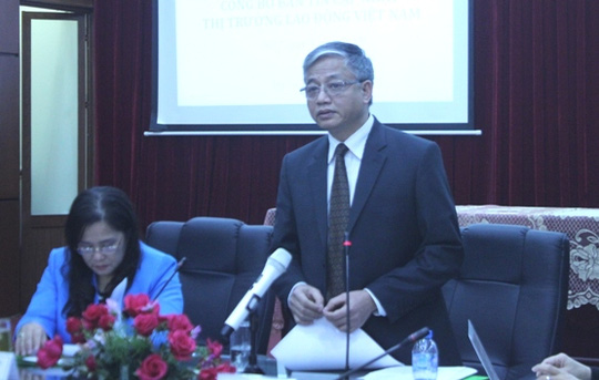 Thứ trưởng Bộ LĐ-TB-XH, ông Doãn Mậu Diệp phát biểu tại buổi công bố Bản tin thị trường lao động quý 3-2015