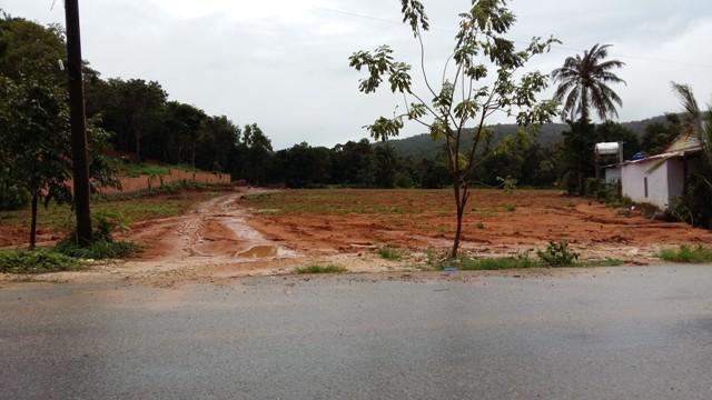 Một lô đất khác đã được rao bán với giá khá chát, 120 tỷ đồng cho 1.000m2.