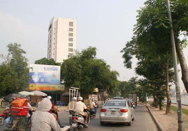 Nút thắt tại cửa ngõ khu đô thị Linh Đàm