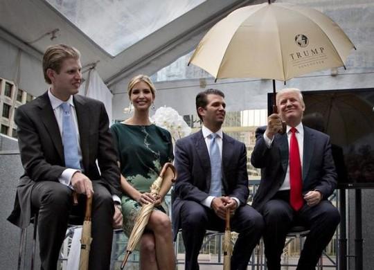 Gia đình ông Donald Trump Ảnh: REUTERS
