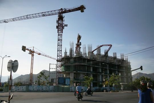 Công trình Mường Thanh Khánh Hòa đang xây dựng hiện tại ở Nam cầu Trần Phú, TP Nha Trang