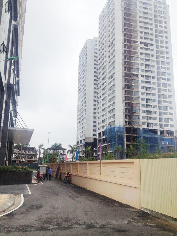 Tòa N04B do Công ty CP đầu tư xây dựng BĐS Lanmak làm chủ đầu tư. Là khu nhà ở đang hoàn thiện ở khu vực này. Công trình cao 28 tầng nổi, 2 tầng hầm, diện tích căn hộ từ 94m2 đến 151m2. Hiện đang hoàn thiện bên ngoài, cửa sổ, ban công đang được tiến hành lắp đặt của kính. Nội thất bên trong căn hộ đã được hoàn thiện xong như: Lát sàn, sơn lót, lắp đặt thiết bị vệ sinh.