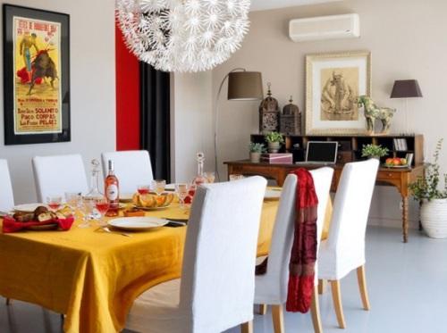 Một chút sắc đỏ điểm xuyến trong bếp sẽ mang lại không khí ấm áp cho bữa cơm gia đình cuối ngày