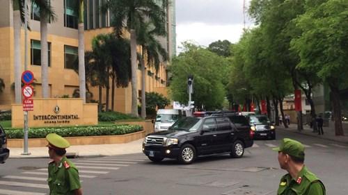 Đoàn xe của Tổng thống Mỹ hướng về Trung tâm Hội nghị GEM.