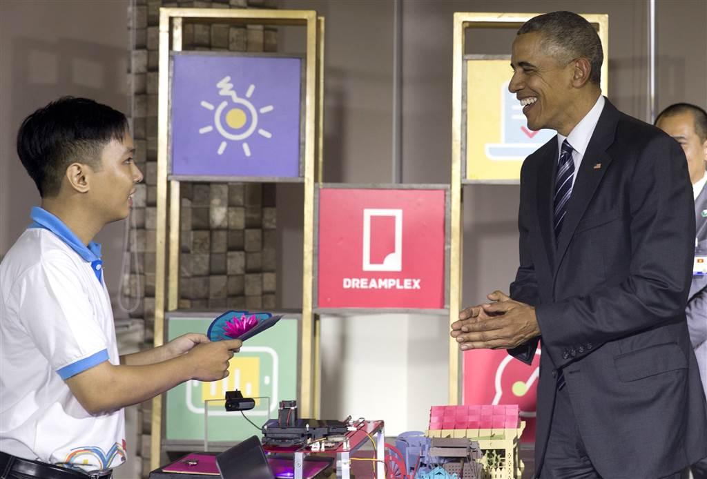 Tổng thống Obama thăm khu DreamPlex tại TP. HCM. Ảnh: AP