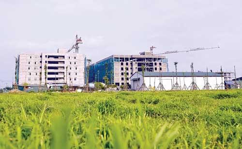 Một góc khu đô thị Thanh Hà đang xây dựng dở dang.