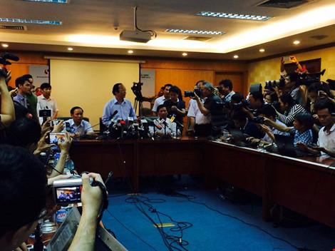 Thứ trưởng Bộ TNMT Võ Tuấn Nhân chủ trì cuộc họp báo. Ảnh: Trọng Phú.
