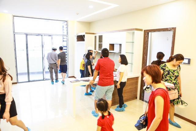 Đầu tháng 5 vừa qua, Tràng An Complex đã ra mắt tầng căn hộ thực tế cho khách hàng tham quan