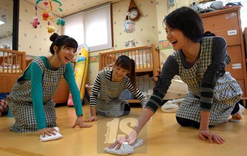 Mỗi tháng, một người em họ của Ly làm osin theo giờ, lau nhà nấu ăn thuê cũng kiếm được hơn 10 triệu đồng/tháng, cao hơn mức lương ngân hàng 8 triệu/tháng mà cô đã làm đến 10 năm. (Ảnh minh họa)