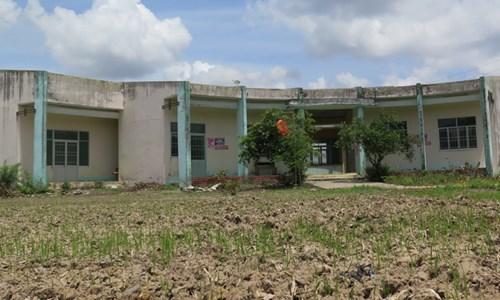 Nhà văn hóa xã nông thôn mới Vĩnh Phú Tây (Bạc Liêu) bị bỏ hoang.