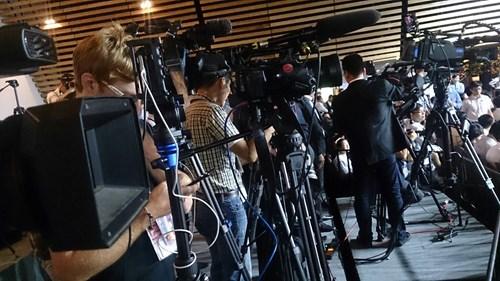 Giới truyền thông sẵn sàng tác nghiệp. Ảnh: Đại Dương.