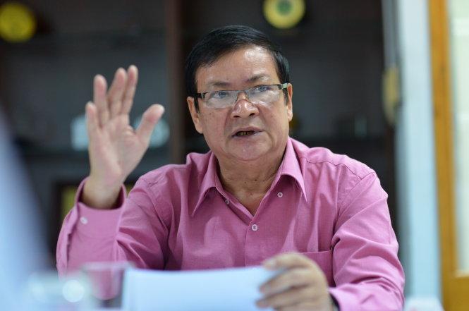 PGS.TS Mai Thành Phụng – chuyên gia nông nghiệp phát biểu trong buổi tọa đàm Phân bón giả - tác hại thật sáng 15-6 tại tòa soạn báo Tuổi Trẻ - Ảnh: QUANG ĐỊNH