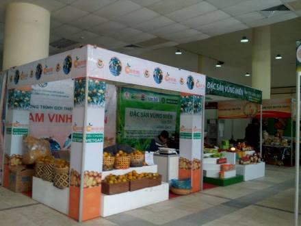 Hội chợ thực phẩm nông, lâm, thủy sản an toàn và hoa, cây cảnh xuân Bính Thân 2016. Ảnh Ngô Chuyên