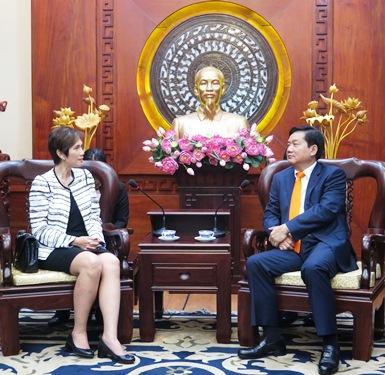 Bí thư Thành ủy TPHCM Đinh La Thăng tiếp bà Josephine Teo