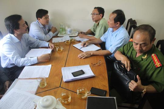 Cơ quan chức năng tỉnh Quảng Nam làm việc với đại diện Công ty bia Hà Nội Ảnh: Hiến Tùng