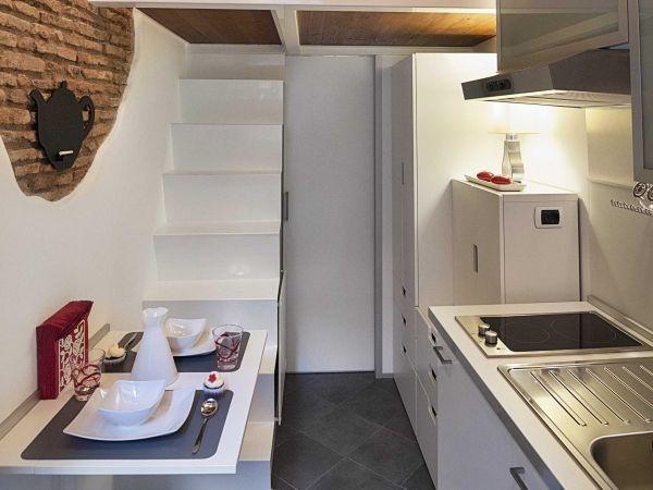 Nơi nấu nướng và ăn uống được thiết kế gọn gàng chỉ vài mét vuông.