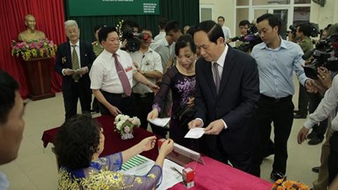 Chủ tịch nước Trần Đại Quang và phu nhân bỏ phiếu. Ảnh: Trần Chung
