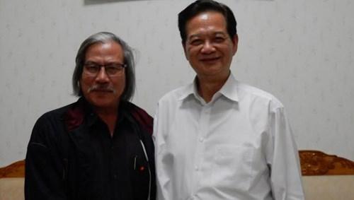 Thủ tướng Nguyễn Tấn Dũng và tác giả bài viết.