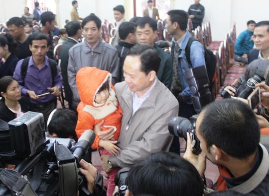 Bí thư Tỉnh ủy Thanh Hóa gặp gỡ, trò chuyện với ngư dân Sầm Sơn trước buổi đối thoại