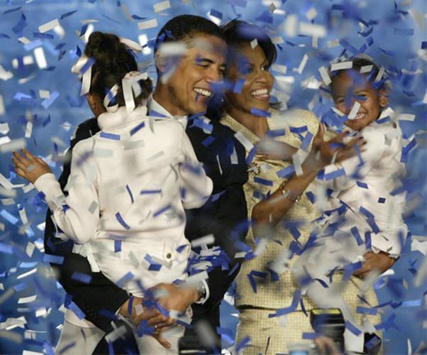 Ông Obama cùng gia đình ăn mừng chiến thắng sau khi ông đắc cử vào Thượng viện Mỹ tháng 11/2004. (Ảnh: Reuters)