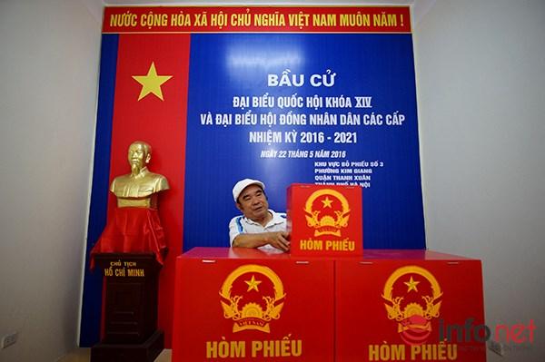 Hội trường khu vực bỏ phiếu số 3 của phường Kim Giang tuy không gian nhỏ nhưng được thiết kế rất gọn gàng.