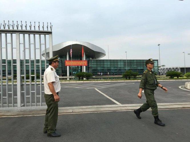 An ninh hàng không tại sân bay Nội Bài - Ảnh: VIỆT DŨNG
