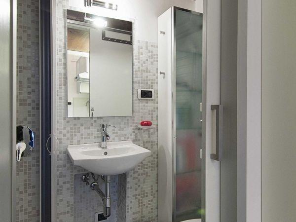 Vẻ đẹp hiện đại, tiện nghi của phòng tắm mang lại sự thoải mái cho gia chủ khi sử dụng.