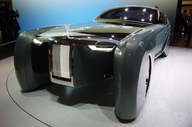 Rolls-Royce Vision 100 cũng được hứa hẹn là mẫu xe chạy điện 100%.