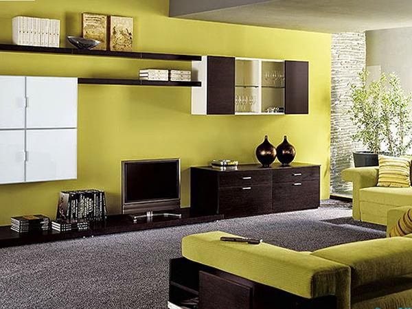 Màu vàng chanh kết hợp với những món nội thất tone đen thế này khiến không gian phòng khách trở nên vô cùng ấn tượng.