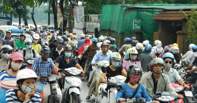 Lượng dân cư tăng lên đột biến khiến hạ tầng nơi đây quá tải và ùn tắc.