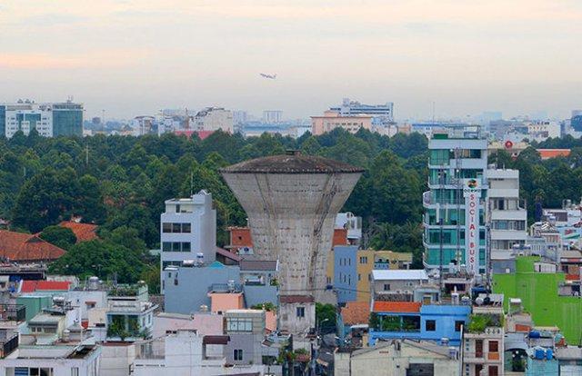 Thủy đài xuống cấp, bỏ hoang trên đường Hồ Văn Huê, P.9, Q.Phú Nhuận - Ảnh: Hữu Khoa