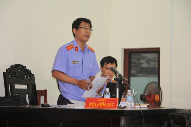 Đại diện VKS tại tòa - Ảnh: Thanh Tú