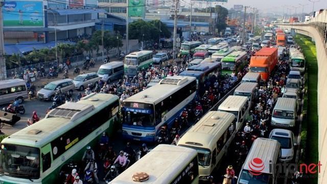 Lượng hành khách ngày càng sụt giảm khiến nhiều người đòi cải tổ mạnh mẽ chính sách đối với xe buýt hiện nay.