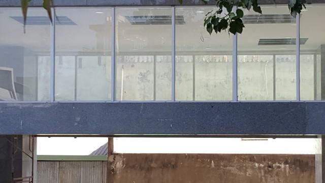 Tầng kinh doanh thương mại đã được thi công hoàn thiện với hệ thống máy lạnh, thang máy...
