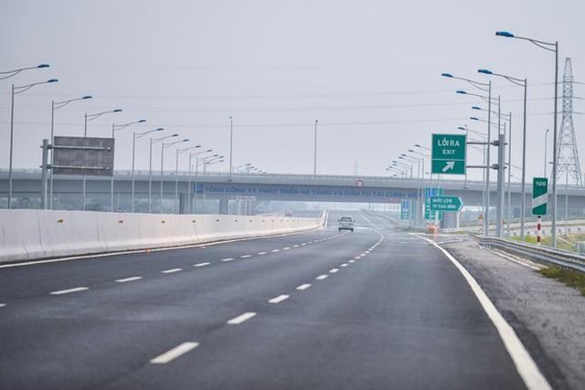 Tuyến đường cao tốc Hà Nội-Hải Phòng có 54 cầu lớn nhỏ, 108 cống chui dân sinh, 9 nút giao liên thông khác mức.