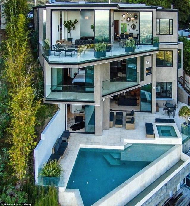 Dinh thự của Jordan gồm 3 tầng nằm trên đỉnh đồi Hollywood với giá 4,5 triệu USD.