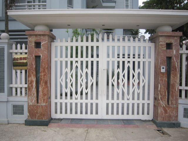 Gia chủ nên cân đối tỉ lệ giữa diện tích nhà và cửa chính, cổng chính