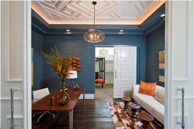 Thạch cao có thể giúp bạn tạo nên những họa tiết nổi trên trần nhà. Với cách trang trí này nhà bạn chẳng khác gì được chạm trổ bởi bàn tay của những nhà điêu khắc tài ba