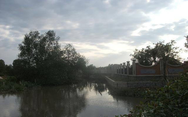 Hoài Linh chọn vùng đất cách xa khu dân cư với cảnh sông nước hữu tình.