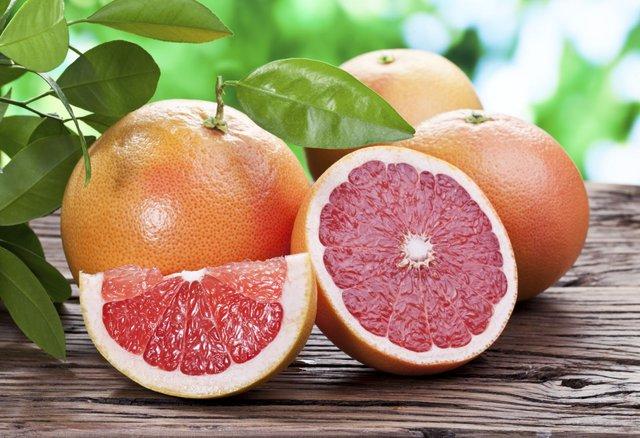 Trái cây họ cam quýt là những thực phẩm cho đôi mắt sáng khoẻ.